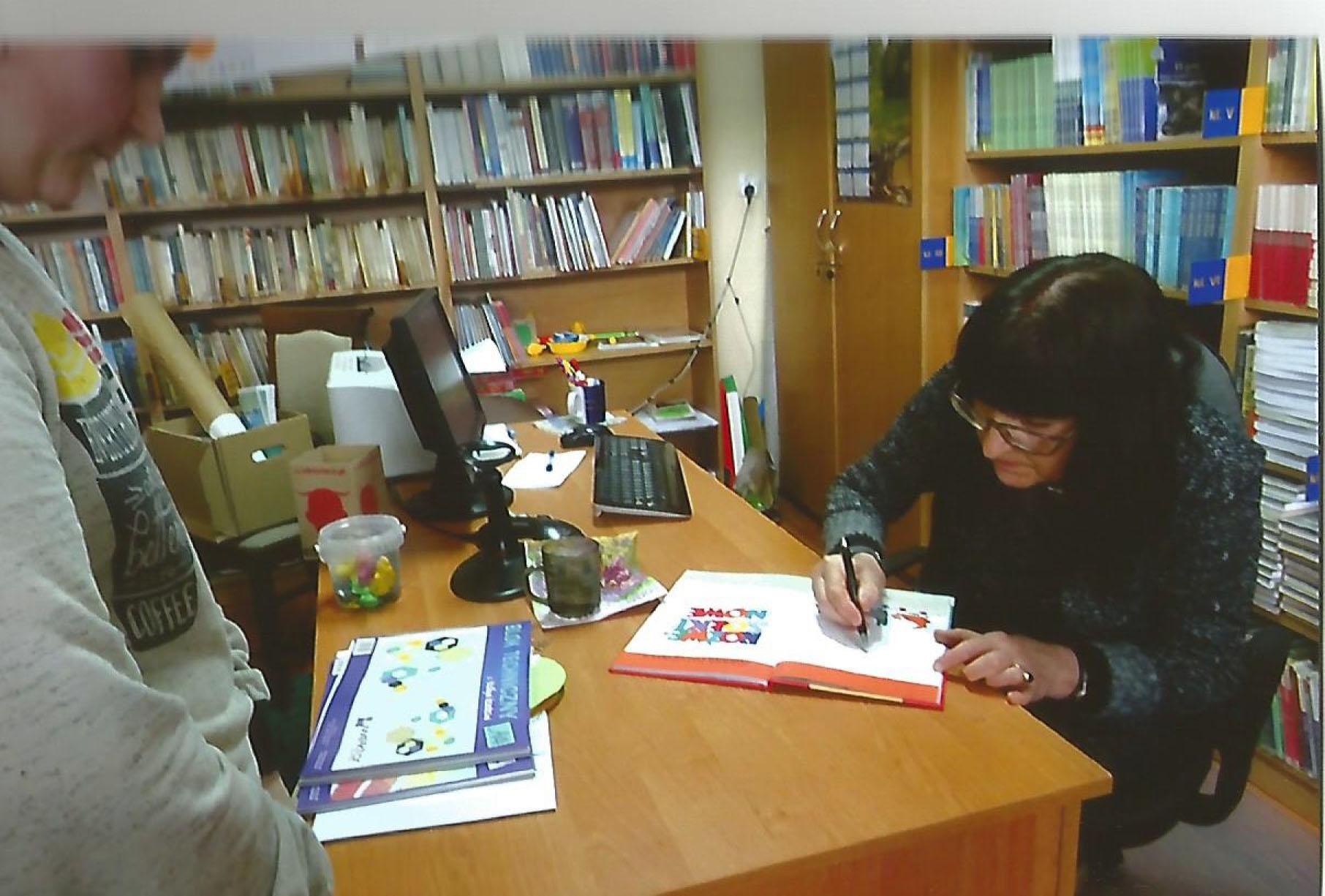 - elzbieta_krygowska-butlewska_w_rakoniewickiej_bibliotece_kwiecien2017__11_.jpg